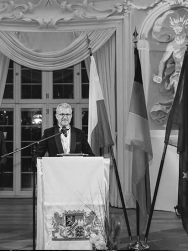 speech by ICUnet CEO Dr. Fritz Audebert